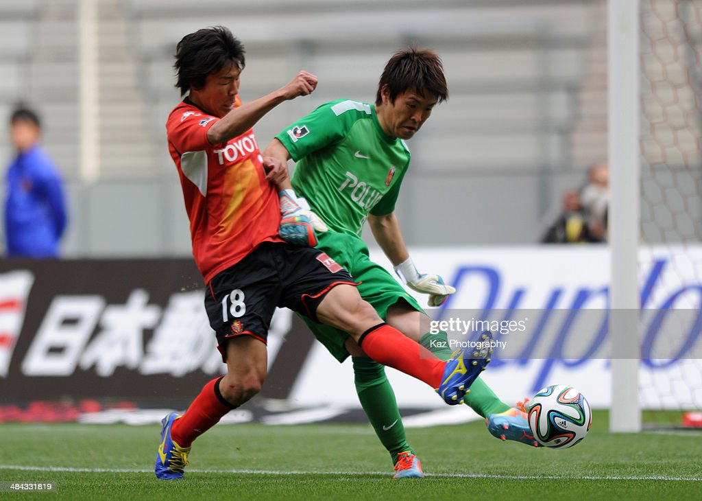 <a gi-track='captionPersonalityLinkClicked' href=/galleries/search?phrase=Kensuke+Nagai&family=editorial&specificpeople=6548859 ng-click='$event.stopPropagation()'>Kensuke Nagai</a> (L) of Nagoya Grampus challenges <a gi-track='captionPersonalityLinkClicked' href=/galleries/search?phrase=Shusaku+Nishikawa&family=editorial&specificpeople=2333047 ng-click='$event.stopPropagation()'>Shusaku Nishikawa</a> of Urawa Red Diamonds during the J. League match between Nagoya Grampus and Urawa Red Diamonds at the Toyota Stadium on April 12, 2014 in Toyota, Japan.