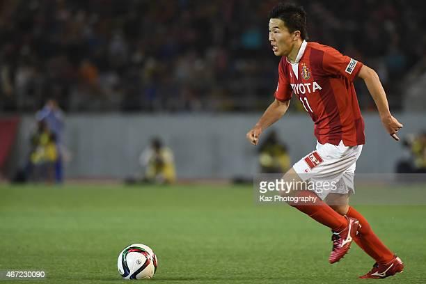 Kensuke Nagai of Nagoya Grampus dribbles the ball during the JLeague match between Nagoya Grampus and Kashima Antlers at Mizuho Stadium on March 22...