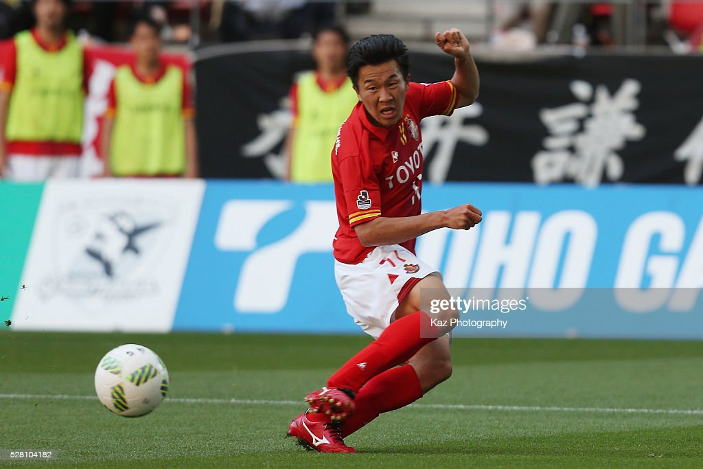 <a gi-track='captionPersonalityLinkClicked' href=/galleries/search?phrase=Kensuke+Nagai&family=editorial&specificpeople=6548859 ng-click='$event.stopPropagation()'>Kensuke Nagai</a> of Nagoya Grampus in action during the J.League match between Nagoya Grampus and Yokohama F.Marinos at the Toyota Stadium on May 4, 2016 in Toyota, Aichi, Japan.