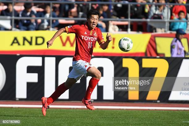 Kensuke nagai of Nagoya Grampus in action during the JLeague match between Nagoya Grampus and Shonan Bellmare at Paroma Mizuho Stadium on November 3...