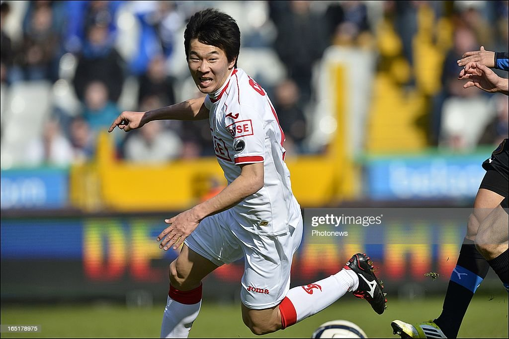 Kensuke Nagai of Standard in action during the Jupiler League match between Club Brugge and Standard de Liege, in the Jan Breydel Stadium on April 01, 2013 in Brugge, Belgium.