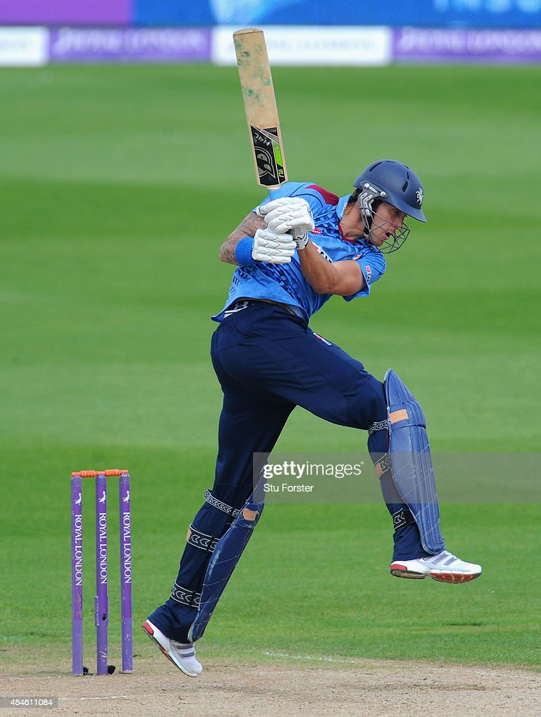 Warwickshire v Kent Spitfires - Royal London One-Day Cup 2014 Semi Final