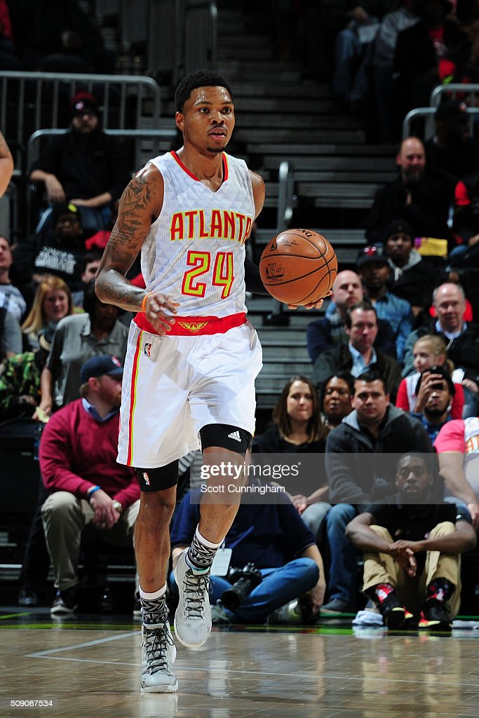 <a gi-track='captionPersonalityLinkClicked' href=/galleries/search?phrase=Kent+Bazemore&family=editorial&specificpeople=6846101 ng-click='$event.stopPropagation()'>Kent Bazemore</a> #24 of the Atlanta Hawks handles the ball against the Orlando Magic on February 8, 2016 at Philips Arena in Atlanta, Georgia.