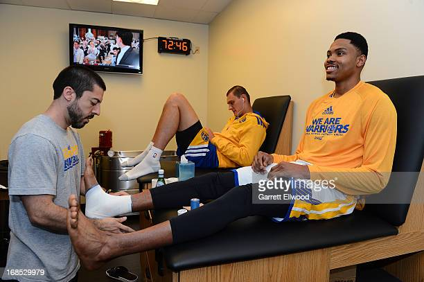 Kent Bazemore of the Golden State Warriors gets taped up prior to the game against the San Antonio Spurs Game Three of the Western Conference...