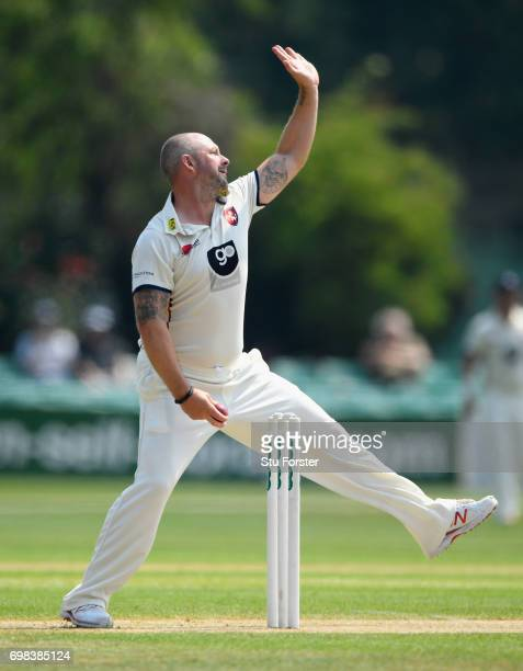 Kent bowler Darren Stevens in action during the Specsavers County Championship Division Two between Worcestershire and Kent at New Road on June 20...