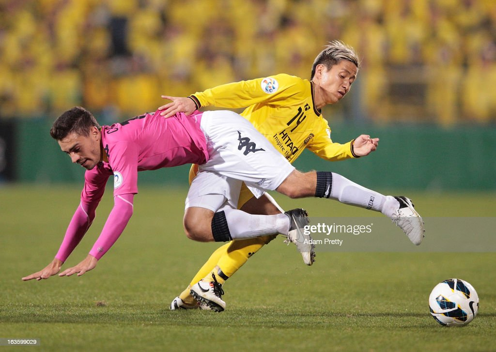 Kenta Kano of Kashiwa Reysol tackles Anthony Caceres of the Mariners during the AFC Champions League Group H match between Kashiwa Reysol and Central Coast Mariners at Hitachi Kashiwa Soccer Stadium on March 13, 2013 in Kashiwa, Chiba, Japan.