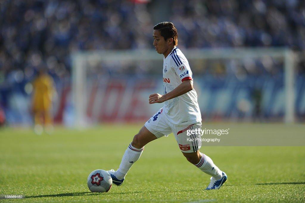 Kenta Kano of Yokoham F.Marinos controls the ball during the 92nd Emperor's Cup Quarter Final match between Nagoya Grampus and Yokohama F.Marinos at Mizuho Stadium on December 23, 2012 in Nagoya, Japan.