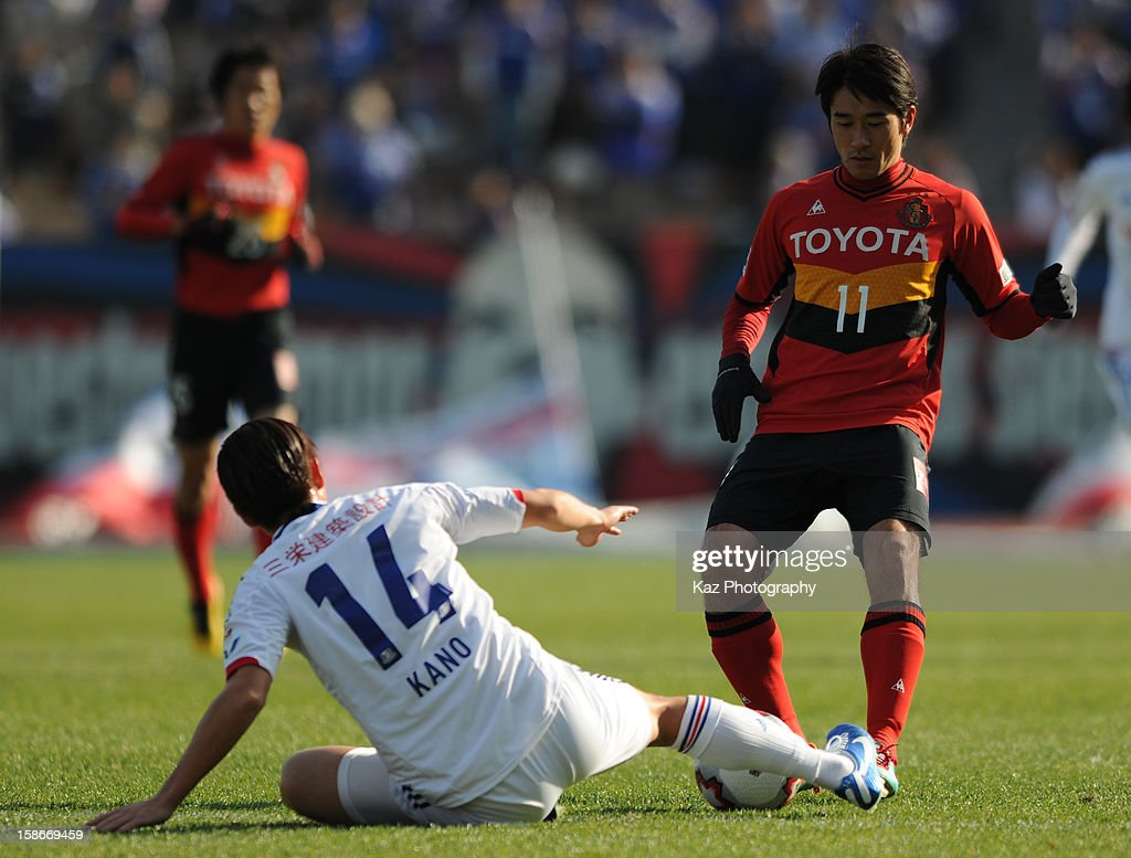 Kenta Kano of Yokohama F.Marinos challenges <a gi-track='captionPersonalityLinkClicked' href=/galleries/search?phrase=Keiji+Tamada&family=editorial&specificpeople=537335 ng-click='$event.stopPropagation()'>Keiji Tamada</a> of Nagoya Grampus during the 92nd Emperor's Cup Quarter Final match between Nagoya Grampus and Yokohama F.Marinos at Mizuho Stadium on December 23, 2012 in Nagoya, Japan.