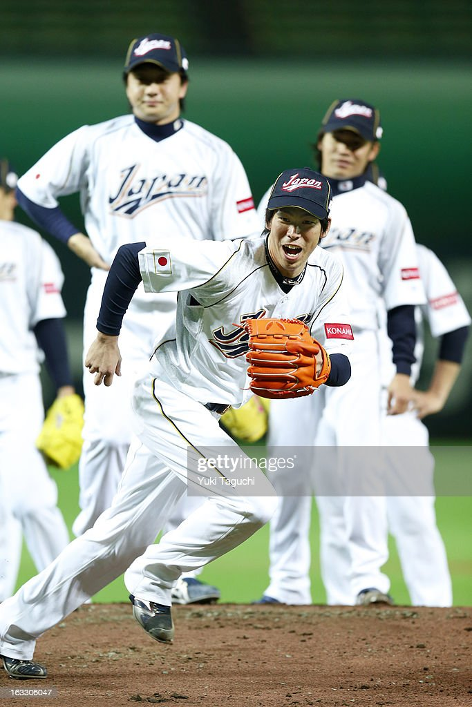 <a gi-track='captionPersonalityLinkClicked' href=/galleries/search?phrase=Kenta+Maeda&family=editorial&specificpeople=10509788 ng-click='$event.stopPropagation()'>Kenta Maeda</a> #8 of Team Japan fields ground balls during pitchers fielding practice during the World Baseball Classic workout day at the Yahoo Dome on February 27, 2013 in Fukuoka, Japan.