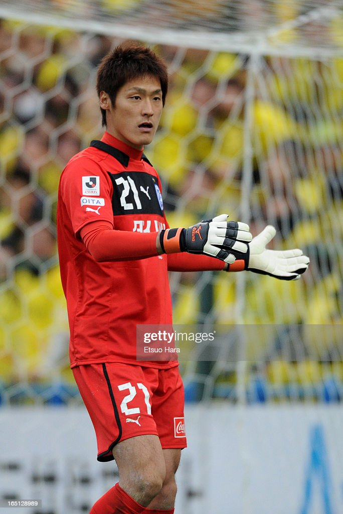 Kenta Tanno of Oita Trinita in action during the J.League match between Kashiwa Reysol and Oita Trinita at Hitachi Kashiwa Soccer Stadium on March 30, 2013 in Kashiwa, Chiba, Japan.