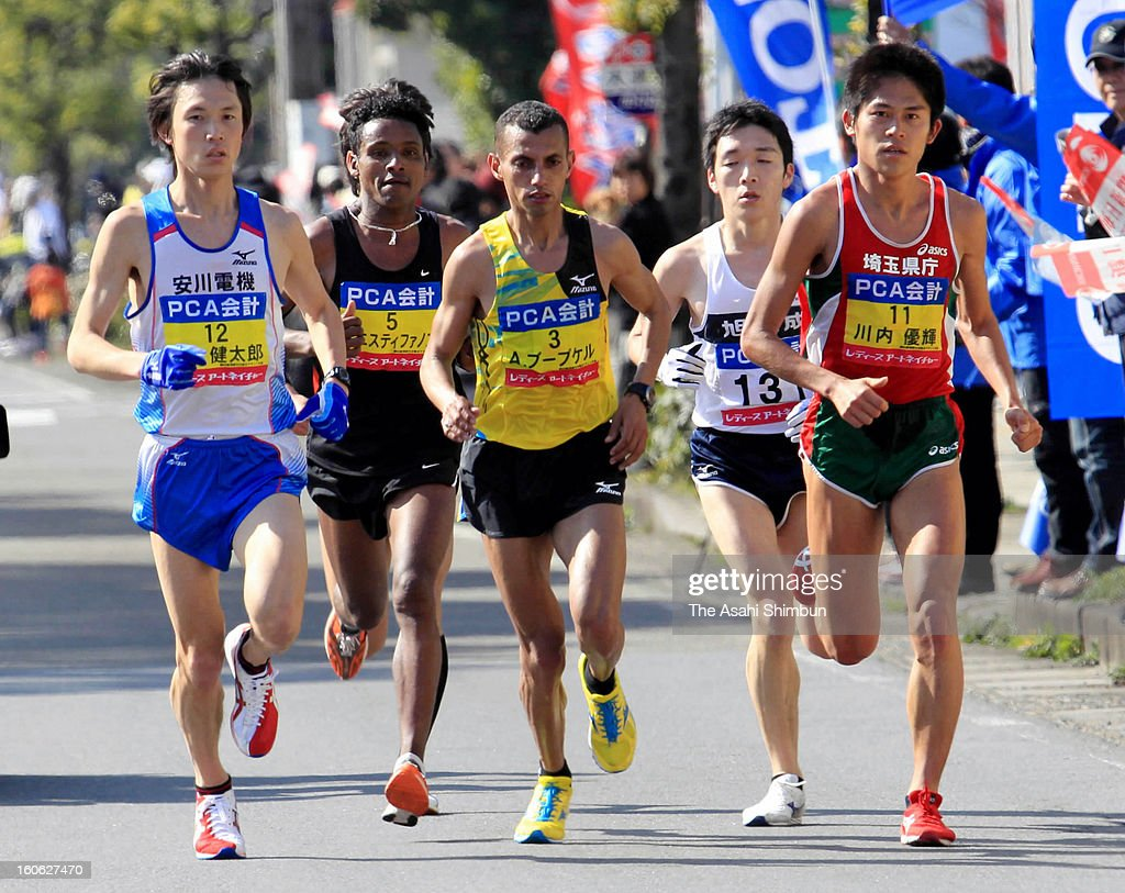 Kentaro Nakamoto, Tewelde Estifanos of Eritria, Abdelkrim Boubker of Morocco, Yoshikazu Kawazoe and Yuki Kawauchi compete in the 62nd Beppu-Oita Mainichi Marathon on February 3, 2013 in Oita, Japan.