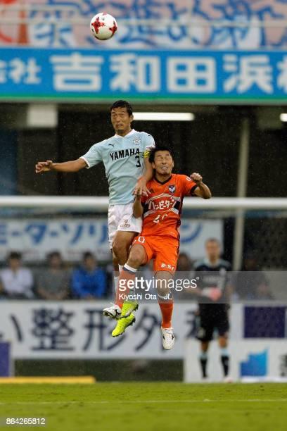 Kentaro Oi of Jubilo Iwata and Yoshizumi Ogawa of Albirex Niigata compete for the ball during the JLeague J1 match between Jubilo Iwata and Albirex...