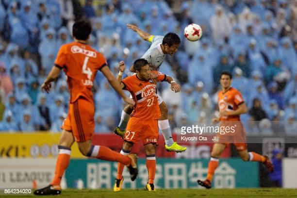 Kentaro Oi of Jubilo Iwata and Yuto Horigome of Albirex Niigata compete for the ball during the JLeague J1 match between Jubilo Iwata and Albirex...