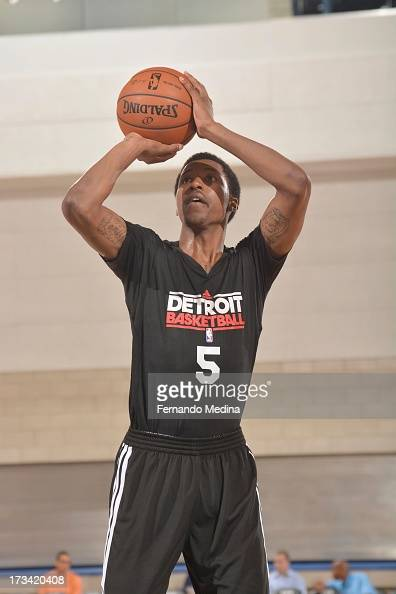 Kentavious CaldwellPope of the Detroit Pistons shoots the ball during the 2013 Southwest Airlines Orlando Pro Summer League between the Detroit...