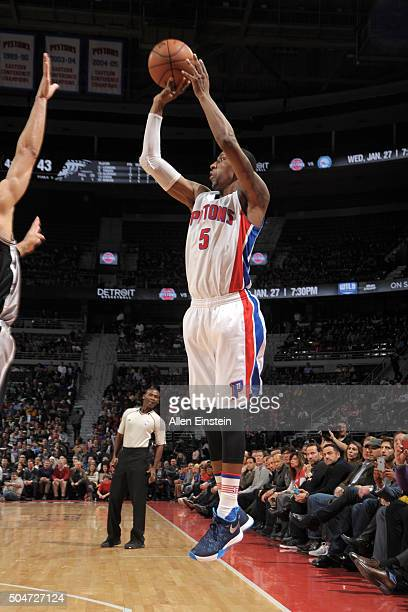 Kentavious CaldwellPope of the Detroit Pistons shoots the ball during the game against the San Antonio Spurs on January 12 2016 at The Palace of...