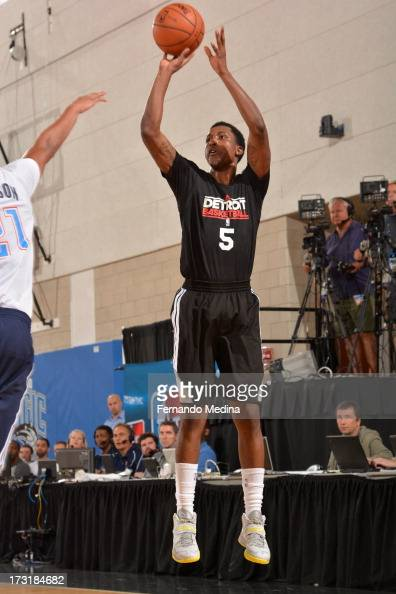 Kentavious CaldwellPope of the Detroit Pistons shoots the ball against the Oklahoma City Thunder during the 2013 Southwest Airlines Orlando Pro...