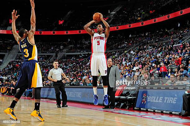 Kentavious CaldwellPope of the Detroit Pistons shoots the ball against the Indiana Pacers on April 10 2015 at The Palace of Auburn Hills in Auburn...