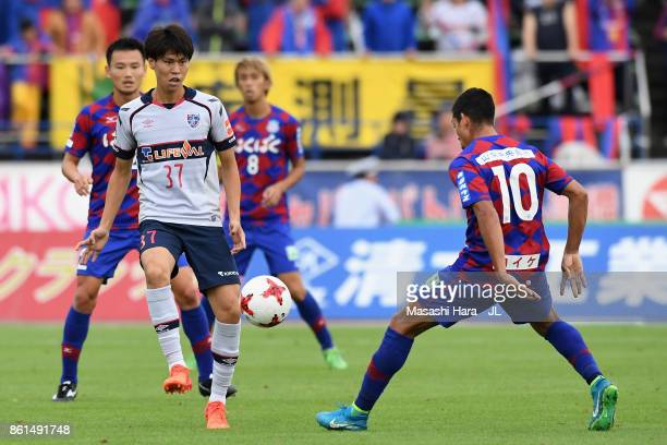 Kento Hashimoto of FC Tokyo and Dudu of Ventforet Kofu compete for the ball during the JLeague J1 match between Ventforet Kofu and FC Tokyo at...