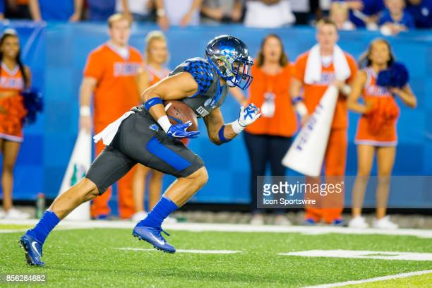 Kentucky wide receiver Charles Walker returns the initial kickoff during a regular season college football game between the Florida Gators and the...