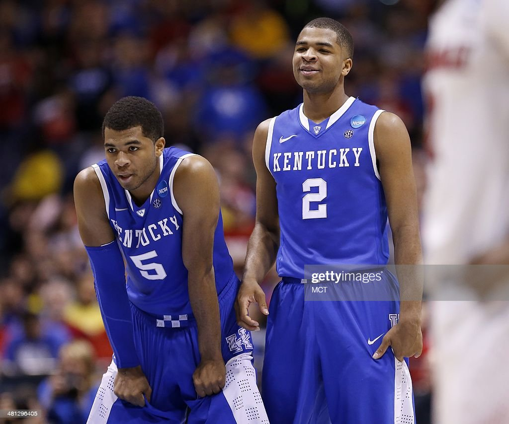 Kentucky Wildcats guard Andrew Harrison and his brother Kentucky Wildcats guard Aaron Harrison watch a late free throw attempt from mid court against...