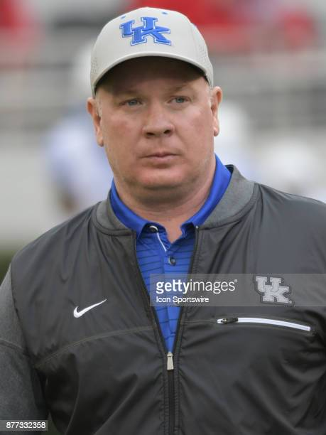 Kentucky Wildcats Head Coach Mark Stoops during warmups before the game between the Kentucky Wildcats and the Georgia Bulldogs on November 18 at...