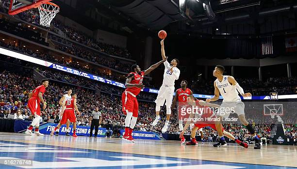 Kentucky's Jamal Murray scores on a drive during firsthalf action against Stony Brook in the first round of the NCAA Tournament at the Wells Fargo...