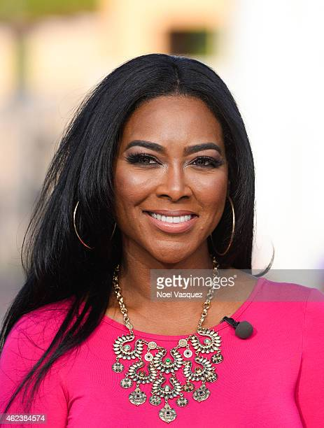 Kenya Moore visits 'Extra' at Universal Studios Hollywood on January 27 2015 in Universal City California