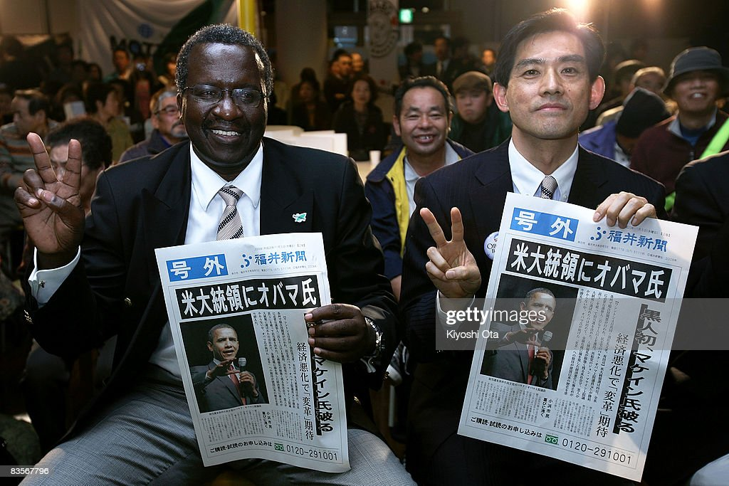 Kenyan Ambassador to Japan Dennis Noel Oduya Awori and Obama City Mayor Koji Matsuzaki pose with extra editions reporting the Democratic presidential...