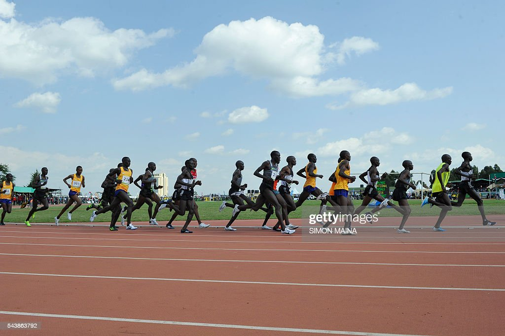 Kenyan athletes compete in the 5,000 meters men final on June 30, 2016 during the trials for Rio Olympics games in Eldoret. / AFP / SIMON