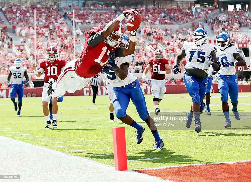 <a gi-track='captionPersonalityLinkClicked' href=/galleries/search?phrase=Kenyan+Drake&family=editorial&specificpeople=9725073 ng-click='$event.stopPropagation()'>Kenyan Drake</a> #17 of the Alabama Crimson Tide dives for a touchdown against Demarius Matthews #5 of the Georgia State Panthers at Bryant-Denny Stadium on October 5, 2013 in Tuscaloosa, Alabama.