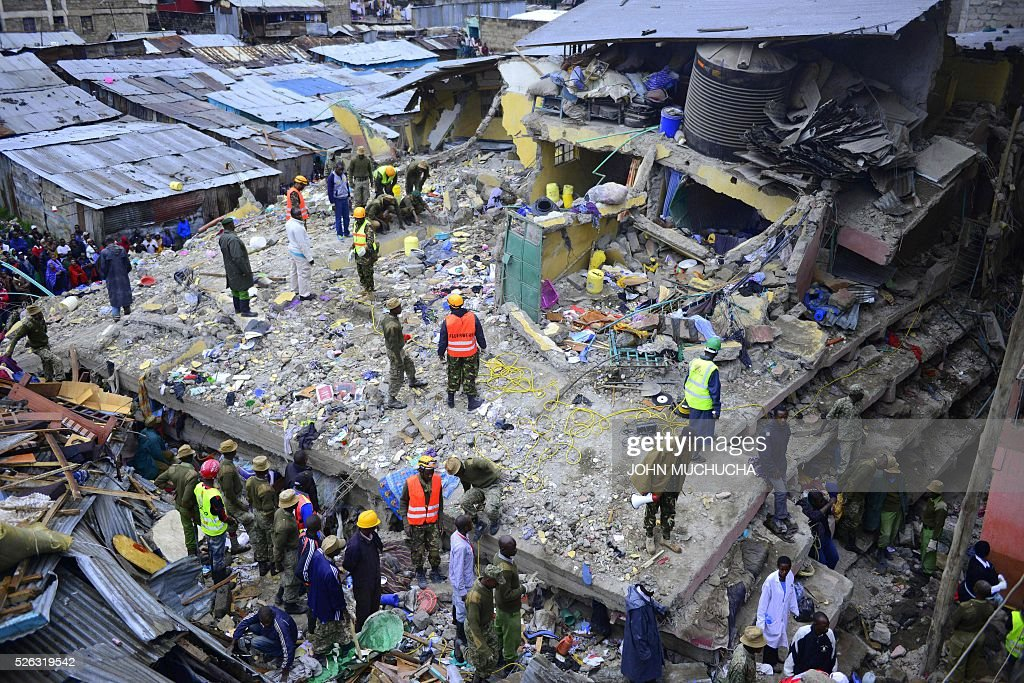 Kenyan emergency personnel look for survivors under the rubble of a collapsed building in Nairobi on April 30, 2016. Torrential rainstorms in the Kenyan capital have left at least 14 people dead, police said, including at least seven crushed when a six-storey building collapsed, as rescue teams shifted rubble in a desperate search for survivors. / AFP / JOHN