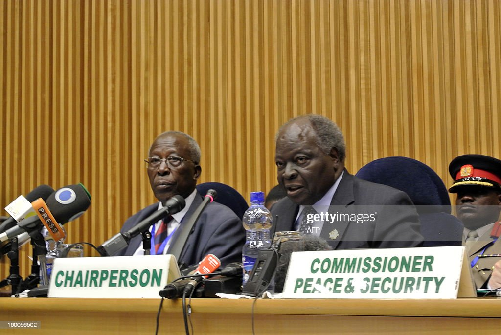 Kenyan President Mwai Kibaki (R) speaks on January 25, 2013 in Addis Ababa at the start a high-level security meeting at the African Union over the situation between Sudan and South Sudan. Sudanese President Omar al-Bashir and South Sudanese President Salva Kiir met at the AU-mediated talks in the latest push to implement stalled economic, oil and security deals signed in September 2012 after bloody border conflict broke out last year. Man at left is unidentified.