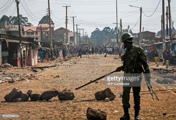 TOPSHOT Kenyan riot police officers clash with supporters of presidential candidate Raila Odinga on August 10 2017 in the Kawangware slum in Nairobi...