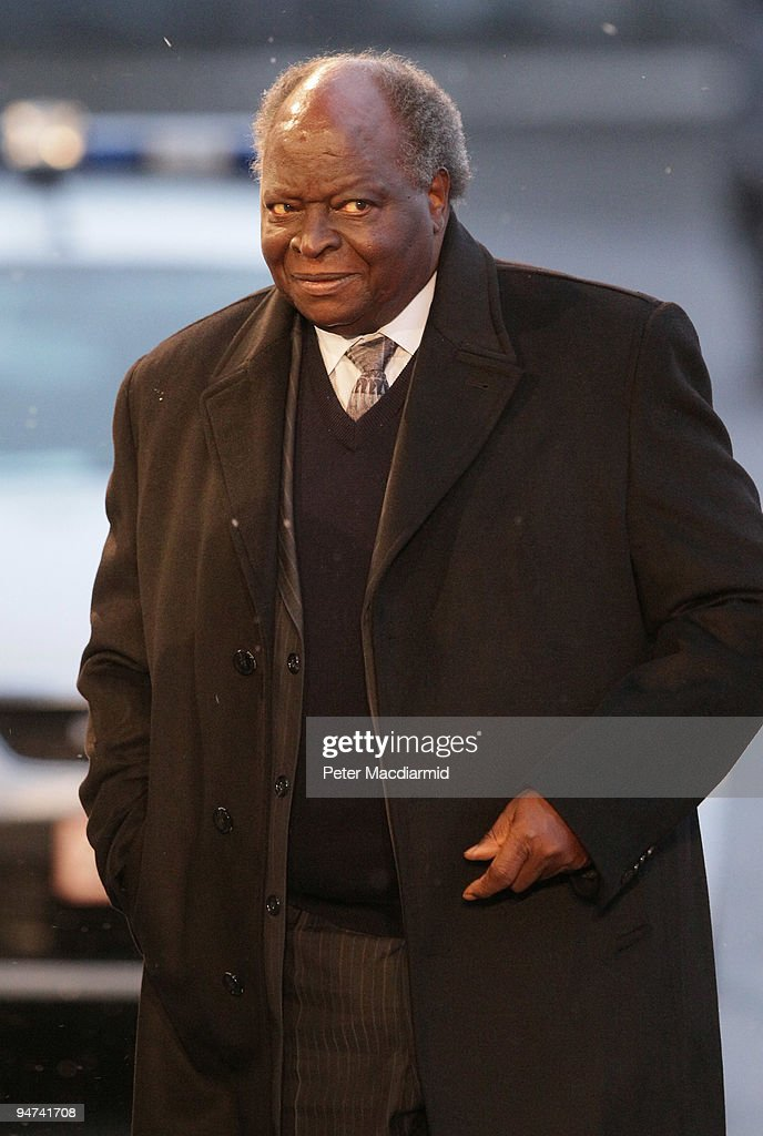Kenya's President <a gi-track='captionPersonalityLinkClicked' href=/galleries/search?phrase=Mwai+Kibaki&family=editorial&specificpeople=274745 ng-click='$event.stopPropagation()'>Mwai Kibaki</a> arrives for the final day of the UN Climate Change Conference on December 18, 2009 in Copenhagen, Denmark. World leaders will try to reach agreement on targets for reducing the earth's carbon emissions on this last day of the summit.