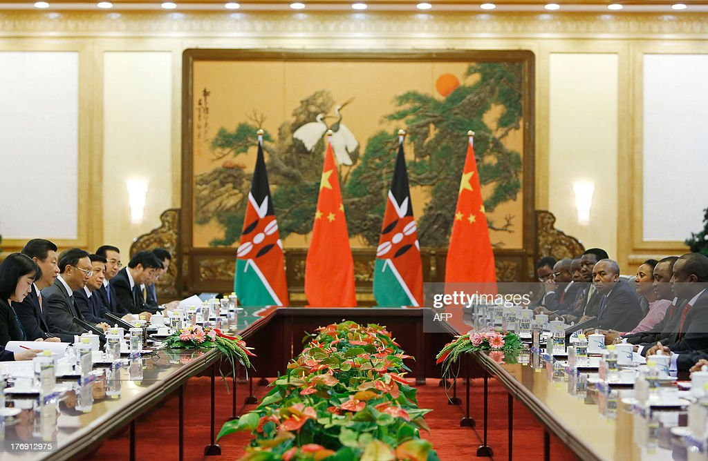 Kenya's President Uhuru Kenyatta (2nd R) speaks with his Chinese counterpart Xi Jinping (2nd L) during their meeting at the Great Hall of the People in Beijing on August 19, 2013. Kenyatta, who faces trial on charges of crimes against humanity, was welcomed to China on August 19 with a 21-gun salute and a meeting with President Xi Jinping. AFP PHOTO / POOL / HOW HWEE YOUNG