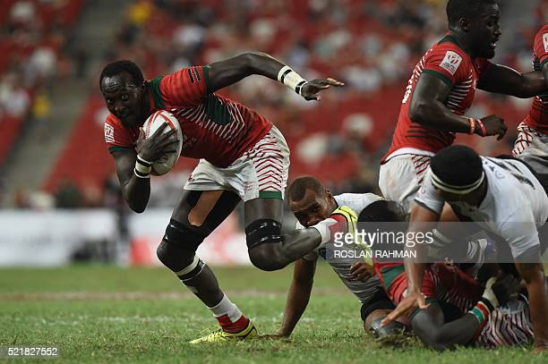 Kenya's Samuel Oliech runs with ball during the cup final against Fiji at the Singapore Sevens rugby tournament on April 17 2016 / AFP / Roslan RAHMAN