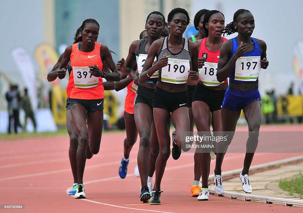 Kenya's Vivian Jepkemei Cheruiyot (197) leads the 10,000 meters women final to win on June 30, 2016 in Eldoret during the trials for Rio Olympics games. / AFP / SIMON