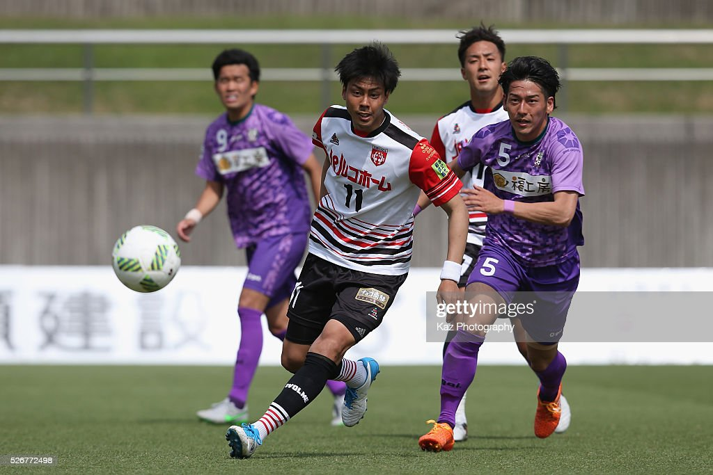 Kenzo Taniguchi of Grulla Morioka and Daiki Asada of Fujieda MYFC compete for the ball during the J.League third division match between Fujieda MYFC and Grulla Morioka at the Fujieda Stadium on May 1, 2016 in Fujieda, Shizuoka, Japan.