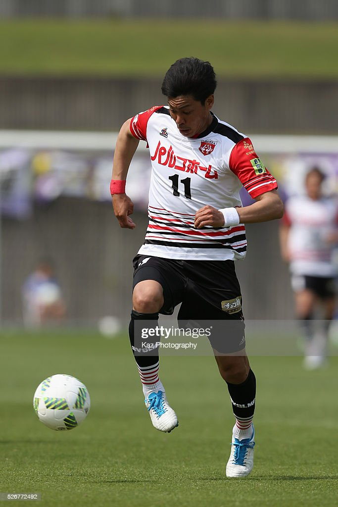 Kenzo Taniguchi of Grulla Morioka in action during the J.League third division match between Fujieda MYFC and Grulla Morioka at the Fujieda Stadium on May 1, 2016 in Fujieda, Shizuoka, Japan.
