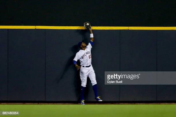 Keon Broxton of the Milwaukee Brewers catches a fly ball at the wall in the sixth inning against the New York Mets at Miller Park on May 12 2017 in...