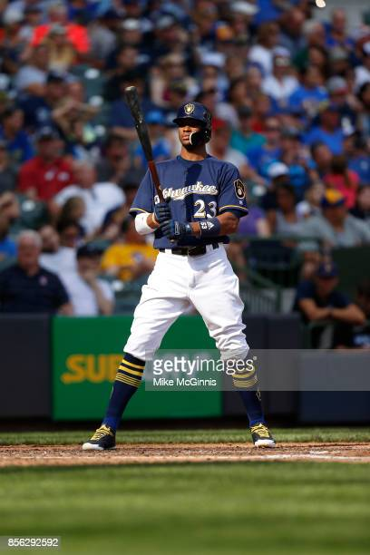 Keon Broxton of the Milwaukee Brewers gets ready for there next pitch during the game against the Washington Nationals at Miller Park on September 03...