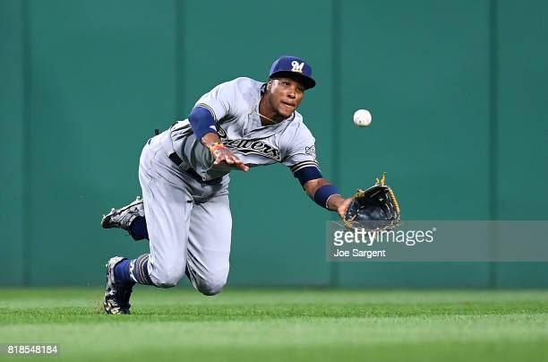 Keon Broxton of the Milwaukee Brewers makes a diving catch on a ball hit by Adam Frazier of the Pittsburgh Pirates during the sixth inning at PNC...