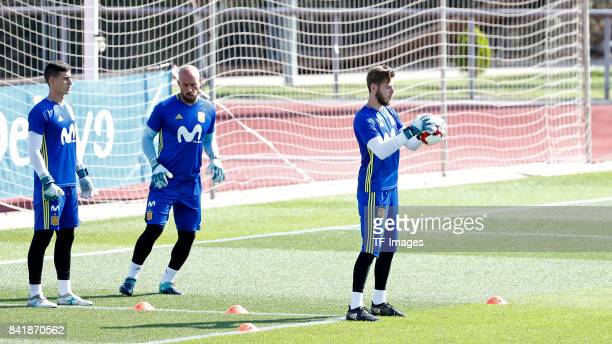 Kepa of Spain David De Gea of Spain and Pepe Reina of Spain looks on during a training session on August 31 2017 in Madrid Spain