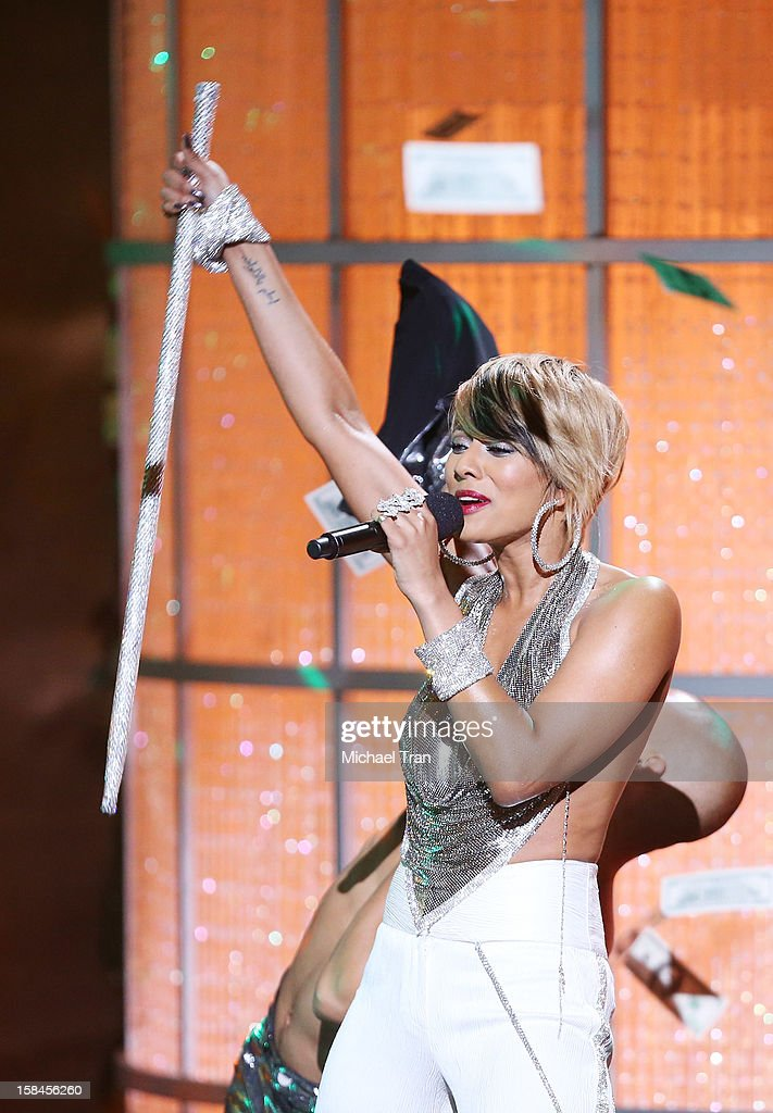 Keri Hilson performs onstage at the 'VH1 Divas' show held at The Shrine Auditorium on December 16, 2012 in Los Angeles, California.