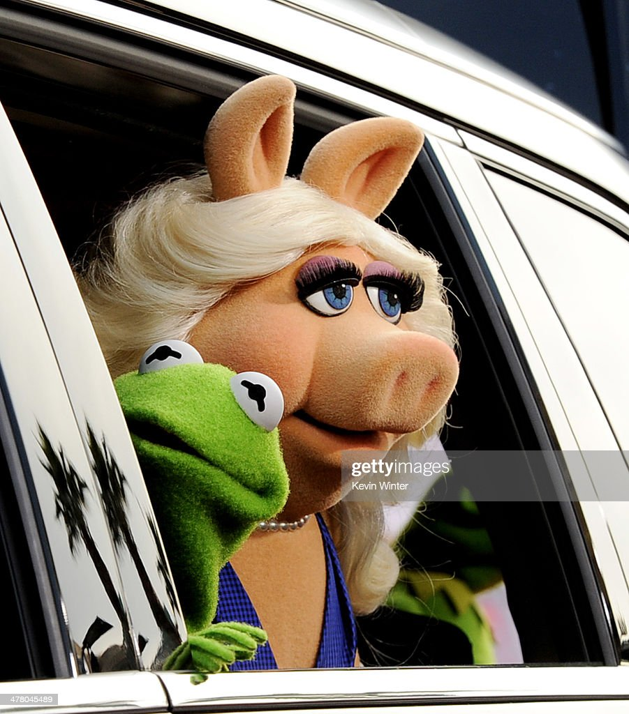 Kermit the Frog (L) and Miss Piggy arrive at the premiere of Disney's 'Muppets Most Wanted' at the El Capitan Theatre on March 11, 2014 in Los Angeles, California.