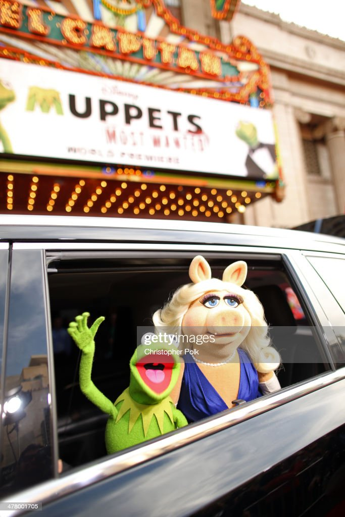 Kermit the Frog (L) and Miss Piggy arrive at the world premiere of Disney's 'Muppets Most Wanted' at the El Capitan Theatre on March 11, 2014 in Hollywood, California.