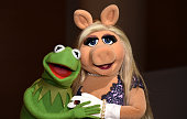 Kermit the Frog and Miss Piggy pose during Brooklyn Museum's Sackler Center First Awards at Brooklyn Museum on June 4 2015 in New York City