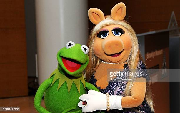 Kermit the Frog and Miss Piggy pose during the Brooklyn Museum's Sackler Center First Awards at Brooklyn Museum on June 4 2015 in New York City