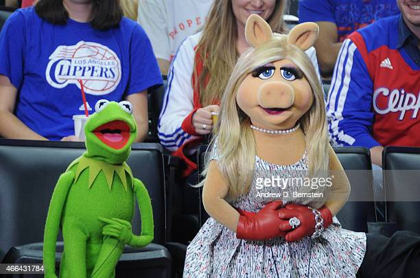 Kermit the Frog and Miss Piggy pose for the camera during the Houston Rockets against the Los Angeles Clippers game on March 15 2015 at STAPLES...