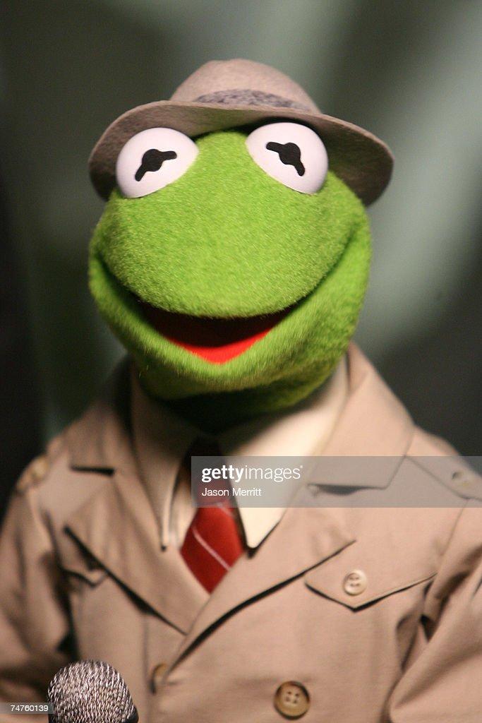 Kermit the Frog at the 2006 TV Land Awards Backstage and Audience at Barker Hangar in Santa Monica California